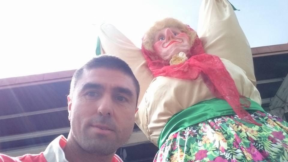 Koldo Alonso en Aste Nagusia Bilbao con Mari Jaia por el Mejoramiento Personal la Risa y la Felicidad Semana Grande Grandes Acciones de Bienestar